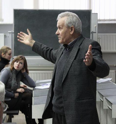 Преподаватель Леонид Злотников