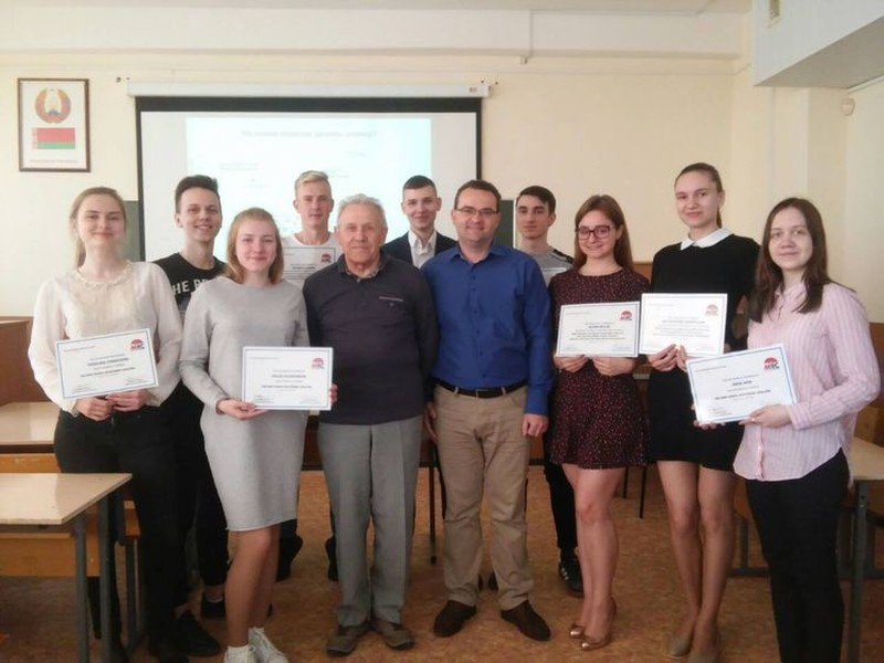 Teachers - Ph.D. Uladzimir Akulich and Ph.D. Leonid Zlotnikov with graduates of the Second School of Economic Analysis